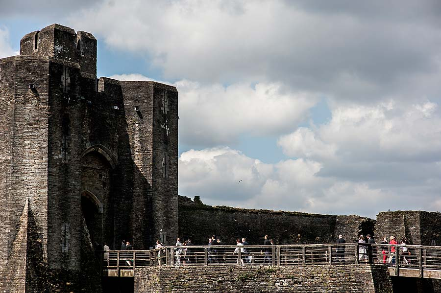 wedding at caerphilly-castle-21